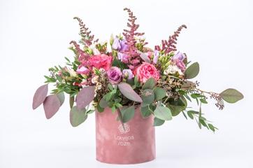 Ziedi dekoratīvajās kastēs